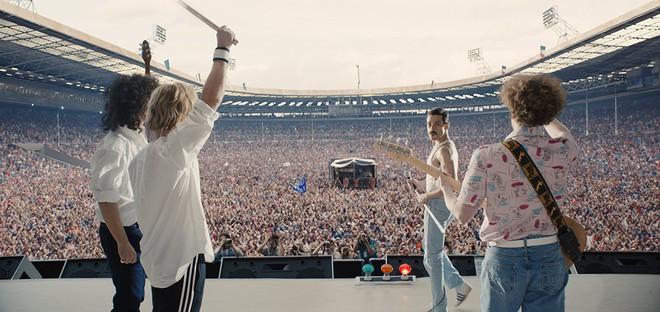 Nổi da gà nghe lại kiệt tác rock-guitar hay nhất mọi thời đại trong phim Bohemian Rhapsody - ảnh 2
