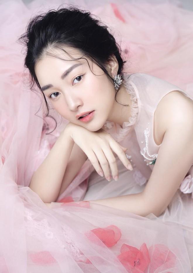 Không hổ danh là Nàng thơ xứ Huế, Ngọc Trân lại khiến bao người ngẩn ngơ vì vẻ đẹp trong sáng, dịu dàng - Ảnh 10.