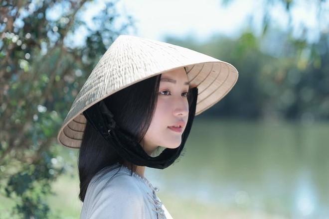 Không hổ danh là Nàng thơ xứ Huế, Ngọc Trân lại khiến bao người ngẩn ngơ vì vẻ đẹp trong sáng, dịu dàng - Ảnh 11.