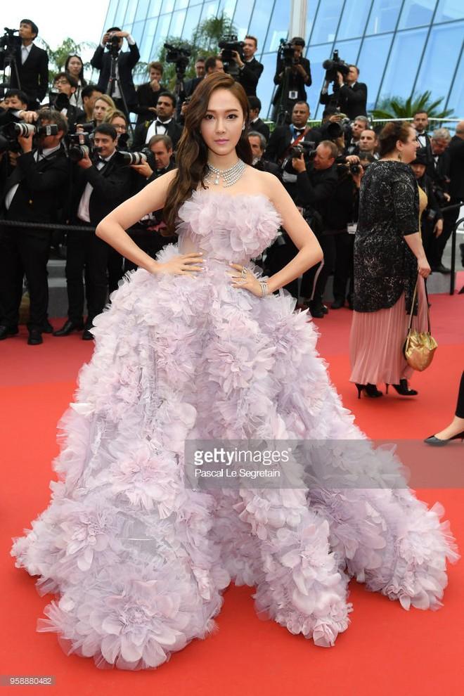 """Muốn làm công chúa """"chặt chém"""" trên thảm đỏ Cannes nhưng dường như Jessica bị thất bại mất rồi - Ảnh 1."""