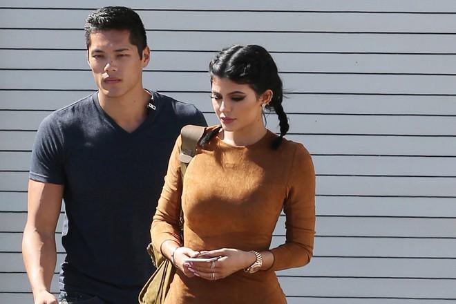 Kylie Jenner bóng gió xéo xắt lại cư dân mạng đồn cô bắt bạn trai đổ vỏ chỉ bằng 2 từ - Ảnh 3.