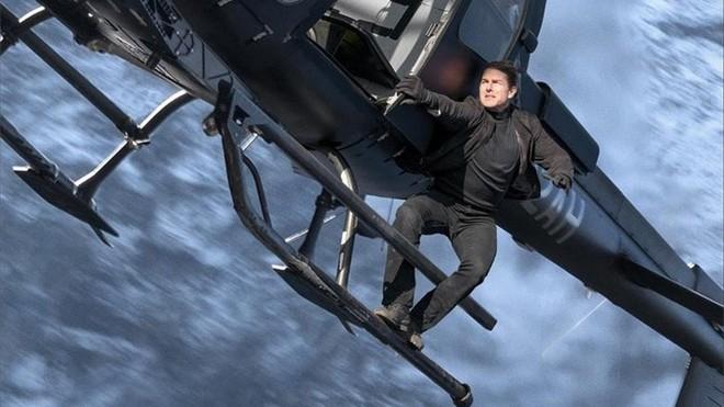 Tom Cruise đu bám trực thăng đầy liều lĩnh trong Mission: Impossible - Fallout - ảnh 6