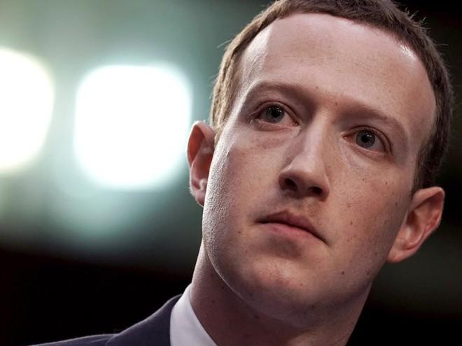 Top 10 ông trùm công nghệ giàu nứt đố đổ vách, tiền nhiều không để đâu cho hết - Ảnh 6.