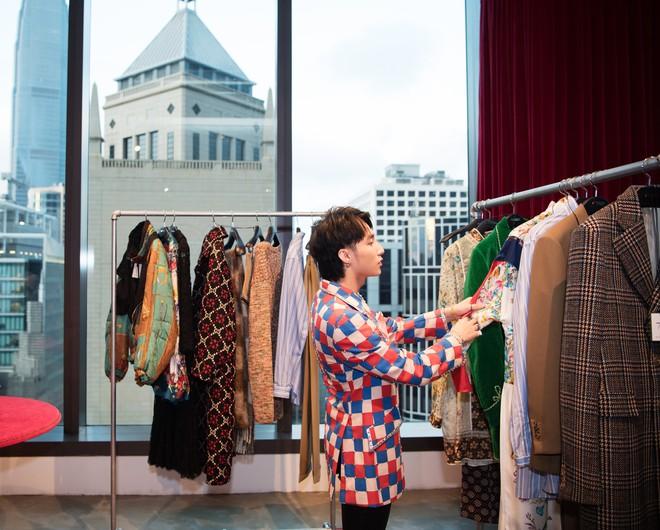 Chưa ấm chỗ với MV mới, Sơn Tùng đã vi vu qua tận Hong Kong để dự triển lãm của Gucci - Ảnh 2.