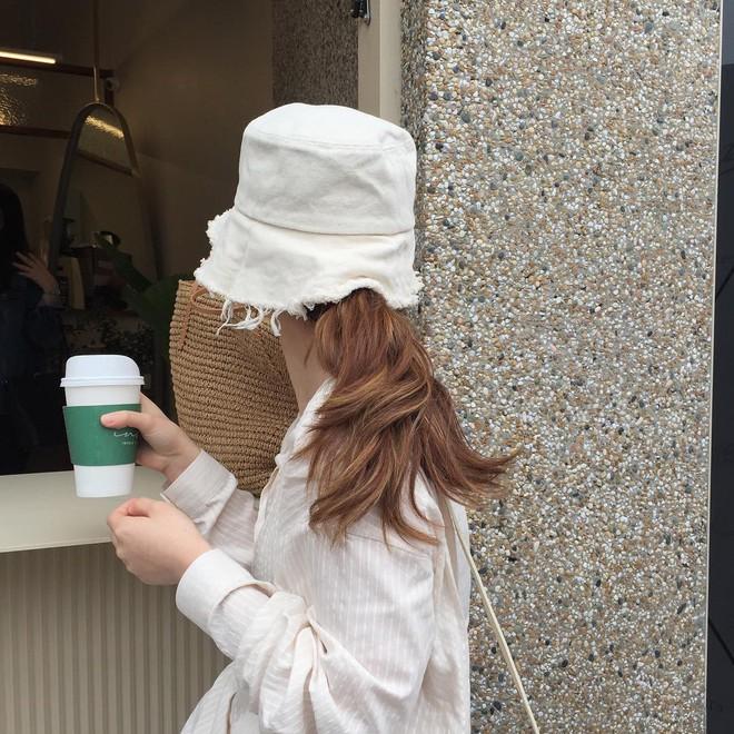4 kiểu mũ không chỉ để che nắng mà còn để diện cùng đồ gì cũng đẹp khỏi chê hè này - ảnh 13