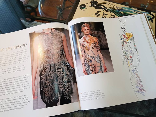 Em Hoa của NTK Công Trí sánh ngang với Dolce&Gabbana, Gucci khi xuất hiện trong sách ảnh nổi tiếng - Ảnh 7.