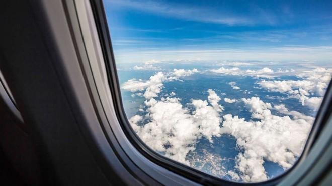 Chàng sinh viên Ấn Độ áp dụng kiến thức học đường để cứu mạng người ngay giữa chuyến bay - ảnh 1