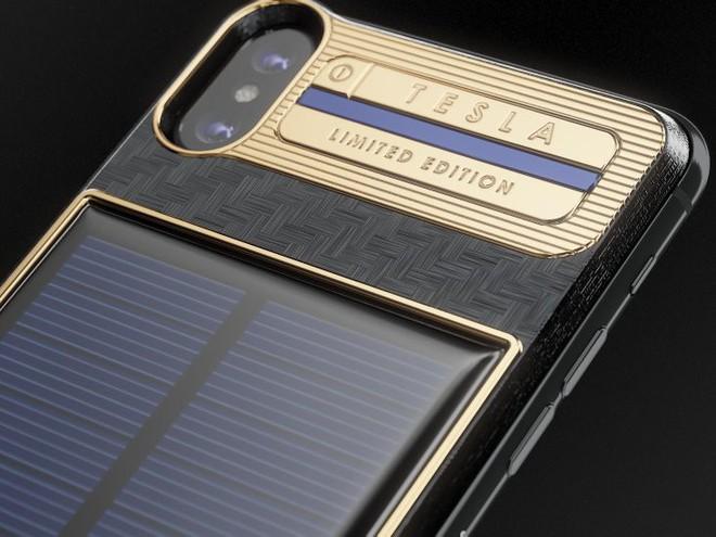 Xuất hiện iPhone X Tesla giá gần tỷ đồng, có pin mặt trời lướt web cả ngày không lo hết - Ảnh 1.
