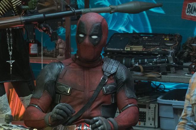 After-credit của Deadpool 2 suýt có cảnh em bé Hitler và đá đểu Captain America Chris Evans - ảnh 1