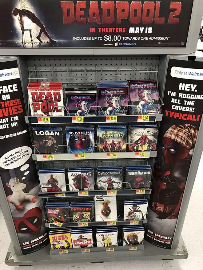 Trà trộn vào siêu thị, thiên hạ đệ nhất lầy Deadpool đồng hoá bìa đĩa cả một khu kệ - ảnh 1
