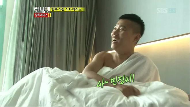 Running Man: Biết Gary thích ngủ nude, Haha & Lee Kwang Soo đã tìm cách chơi khăm như thế này! - Ảnh 4.