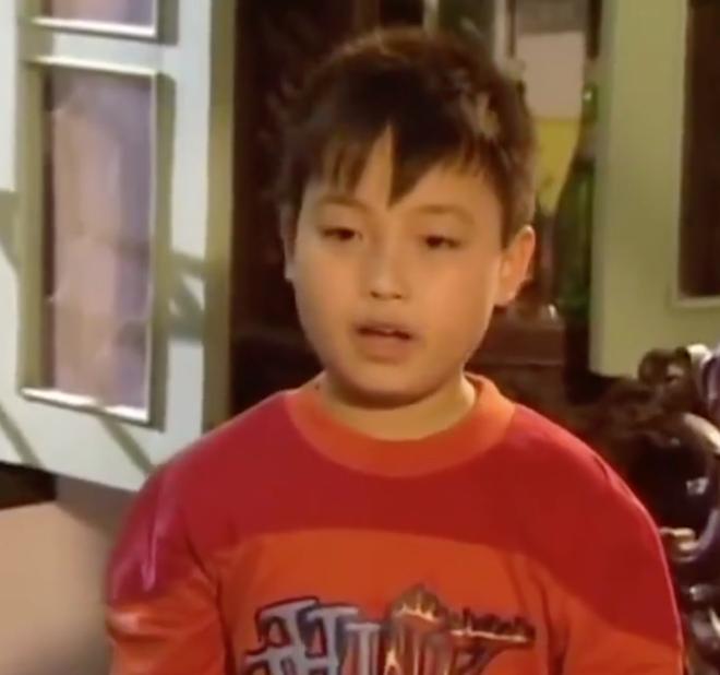 Clip: Vừa cười vừa tội thay chú bé này vì mời cơm thôi mà còn khổ hơn Đường Tăng đi thỉnh kinh! - ảnh 1