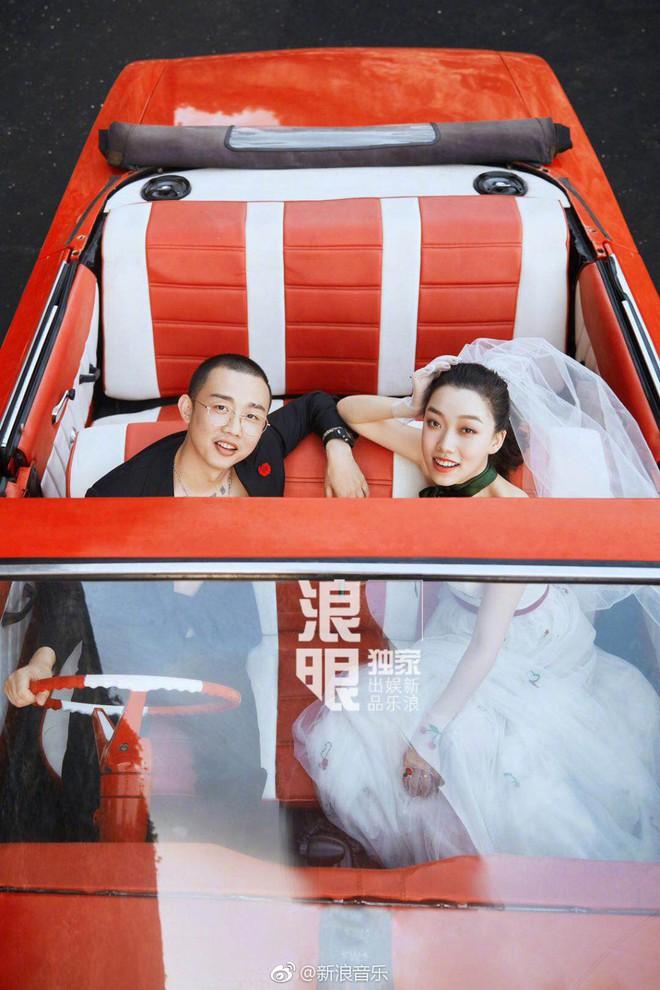 Đối thủ PGone tổ chức đám cưới ngọt ngào với bạn gái lâu năm, ôm bố mẹ vợ khóc nức nở - ảnh 11