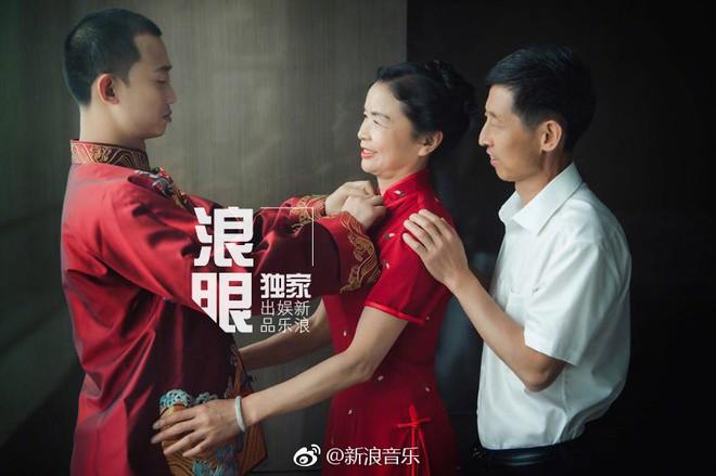 Đối thủ PGone tổ chức đám cưới ngọt ngào với bạn gái lâu năm, ôm bố mẹ vợ khóc nức nở - ảnh 9