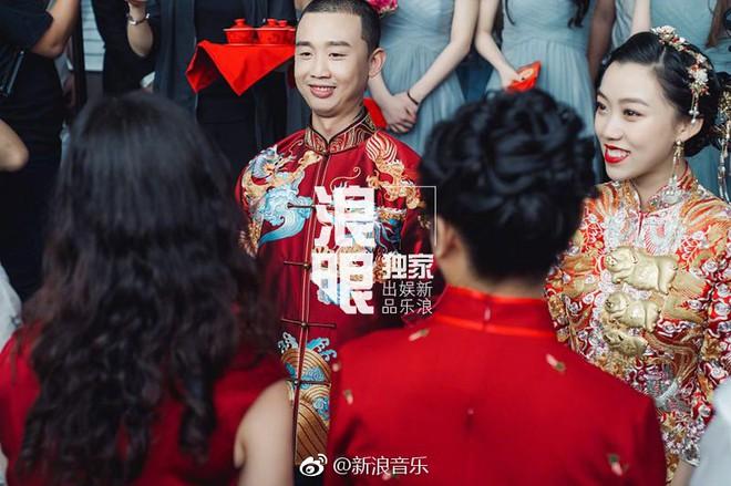 Đối thủ PGone tổ chức đám cưới ngọt ngào với bạn gái lâu năm, ôm bố mẹ vợ khóc nức nở - ảnh 7