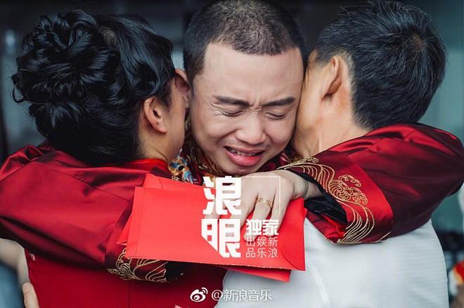Đối thủ PGone tổ chức đám cưới ngọt ngào với bạn gái lâu năm, ôm bố mẹ vợ khóc nức nở - ảnh 6