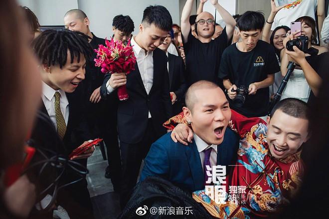 Đối thủ PGone tổ chức đám cưới ngọt ngào với bạn gái lâu năm, ôm bố mẹ vợ khóc nức nở - ảnh 4