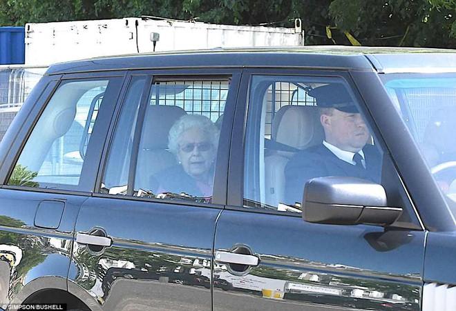 Hoàng tử Harry và Meghan Markle xuất hiện tươi tắn bất chấp những tin tức bê bối về gia đình suốt thời gian qua - ảnh 10