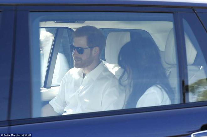 Hoàng tử Harry và Meghan Markle xuất hiện tươi tắn bất chấp những tin tức bê bối về gia đình suốt thời gian qua - ảnh 4