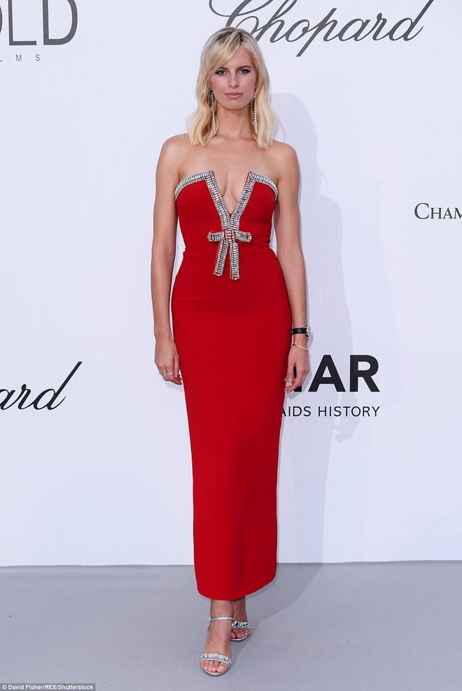 LHP Cannes: Giữa dàn siêu mẫu đẹp nhất thế giới, một mỹ nhân gây chú ý vì vòng 1 nổi gân xanh - ảnh 8