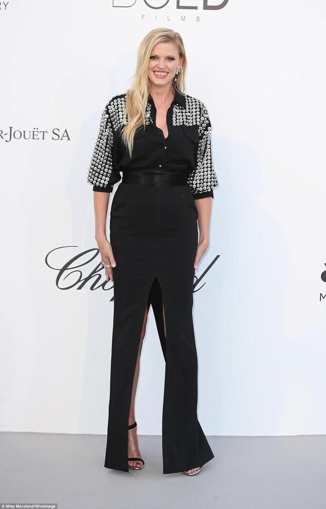 LHP Cannes: Giữa dàn siêu mẫu đẹp nhất thế giới, một mỹ nhân gây chú ý vì vòng 1 nổi gân xanh - ảnh 5