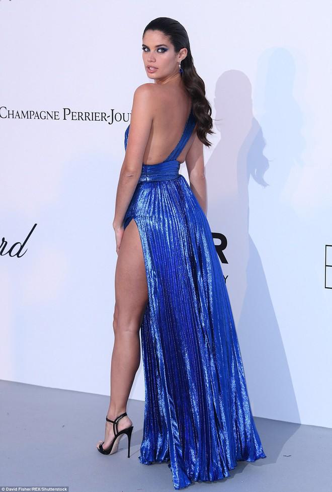 LHP Cannes: Giữa dàn siêu mẫu đẹp nhất thế giới, một mỹ nhân gây chú ý vì vòng 1 nổi gân xanh - ảnh 7