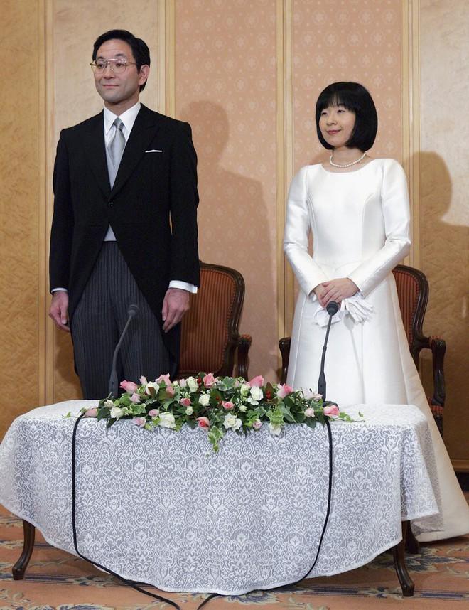 Trước thềm đám cưới của Hoàng tử Harry và Meghan Markle, điểm lại 13 mẫu váy cưới Hoàng gia khiến người người mê mẩn - ảnh 10