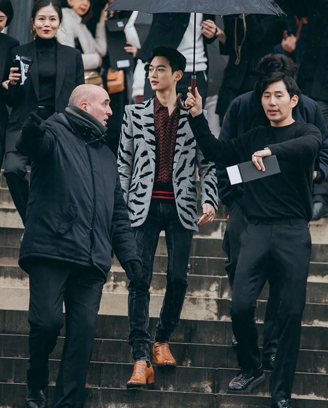 Gây bão vì như ông hoàng bà hoàng ở Paris từ tháng 3, Yoona và Minho ém kỹ giờ mới tung hình tạp chí - ảnh 5