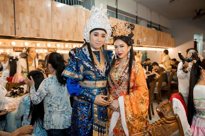 Diệu Nhi cưỡng hôn Đông Nhi ngay đêm liveshow đầu tiên trong sự nghiệp - ảnh 17