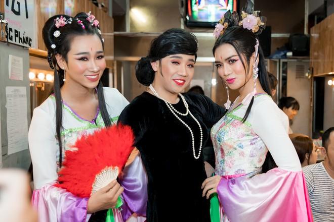 Diệu Nhi cưỡng hôn Đông Nhi ngay đêm liveshow đầu tiên trong sự nghiệp - ảnh 20