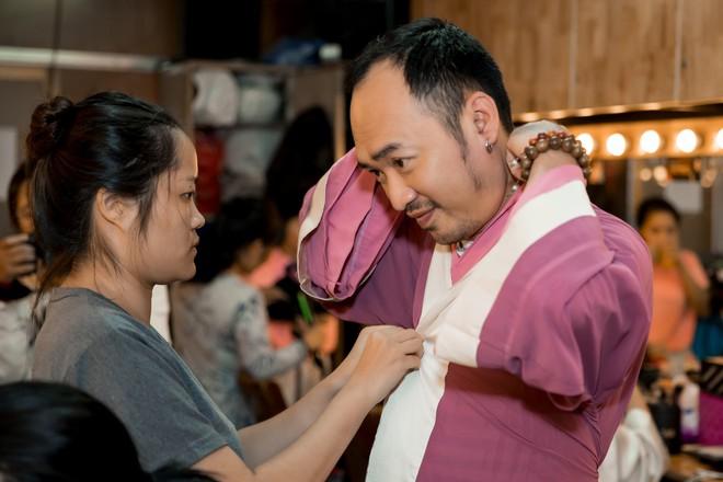Diệu Nhi cưỡng hôn Đông Nhi ngay đêm liveshow đầu tiên trong sự nghiệp - ảnh 23