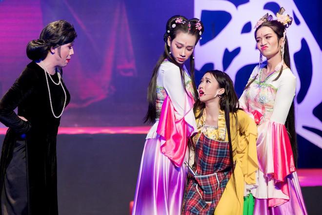 Diệu Nhi cưỡng hôn Đông Nhi ngay đêm liveshow đầu tiên trong sự nghiệp - ảnh 7