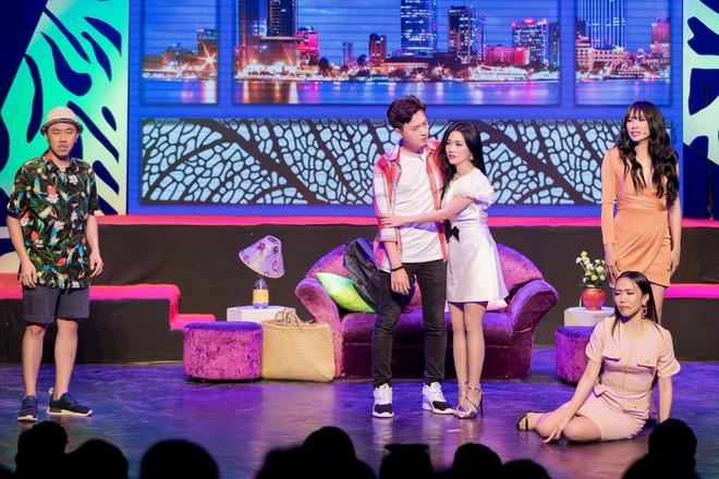 Diệu Nhi cưỡng hôn Đông Nhi ngay đêm liveshow đầu tiên trong sự nghiệp - ảnh 9