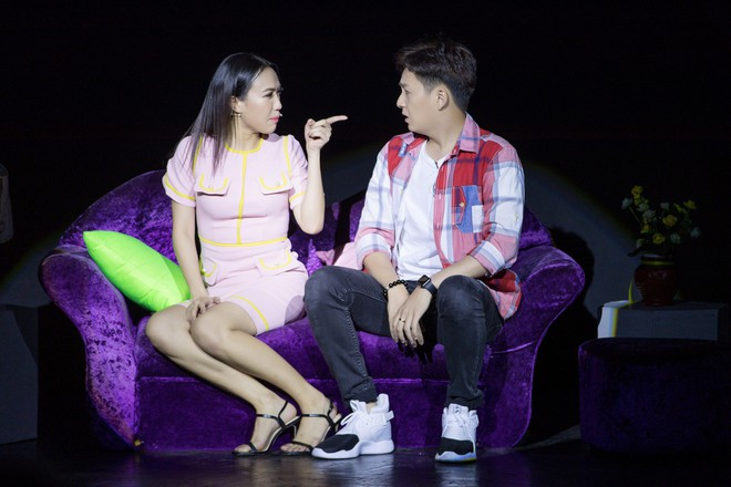 Diệu Nhi cưỡng hôn Đông Nhi ngay đêm liveshow đầu tiên trong sự nghiệp - ảnh 11