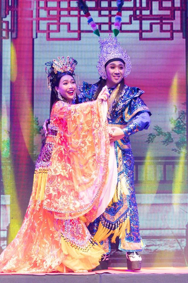 Diệu Nhi cưỡng hôn Đông Nhi ngay đêm liveshow đầu tiên trong sự nghiệp - ảnh 8
