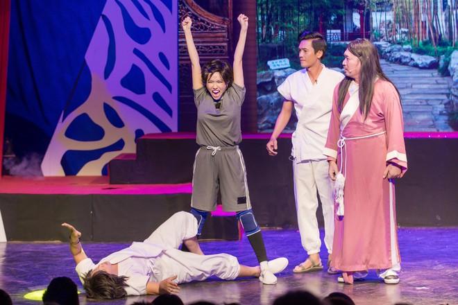 Diệu Nhi cưỡng hôn Đông Nhi ngay đêm liveshow đầu tiên trong sự nghiệp - ảnh 13