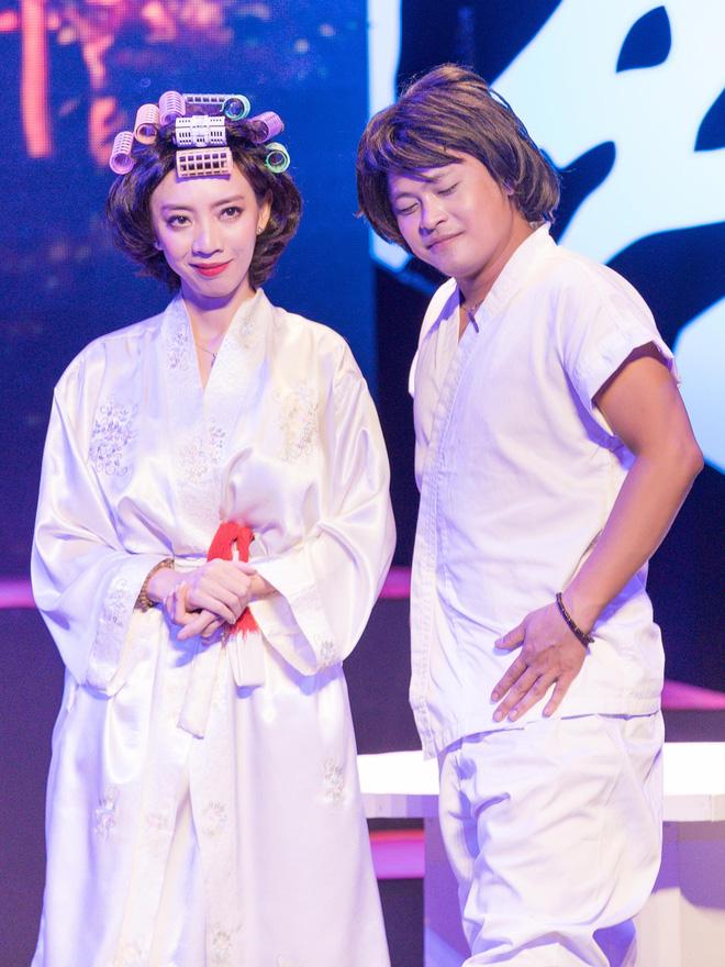 Diệu Nhi cưỡng hôn Đông Nhi ngay đêm liveshow đầu tiên trong sự nghiệp - ảnh 12