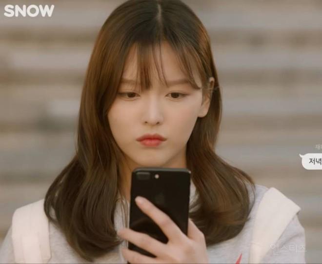 Chị ruột Kim Yoo Jung mới đóng phim đã gây sốt với nhan sắc không kém em gái - ảnh 1