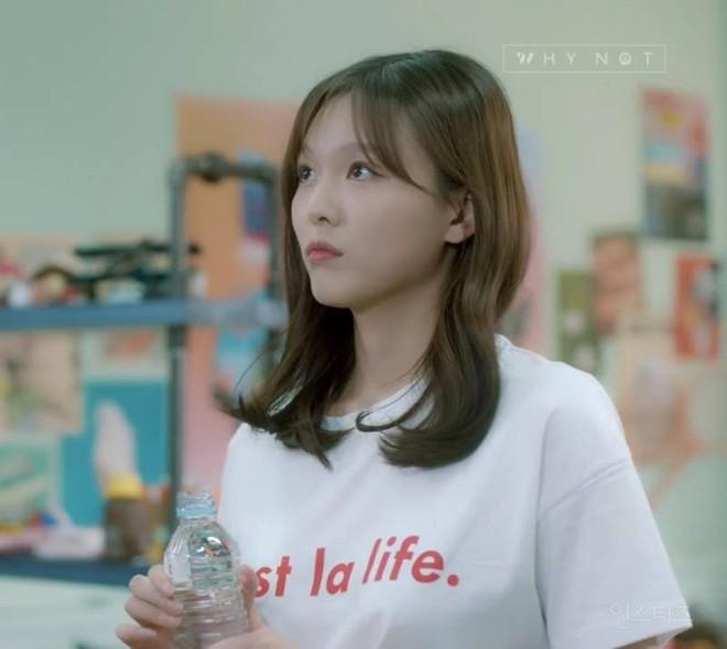 Chị ruột Kim Yoo Jung mới đóng phim đã gây sốt với nhan sắc không kém em gái - ảnh 4