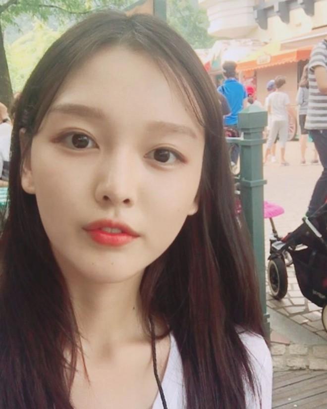 Chị ruột Kim Yoo Jung mới đóng phim đã gây sốt với nhan sắc không kém em gái - ảnh 7