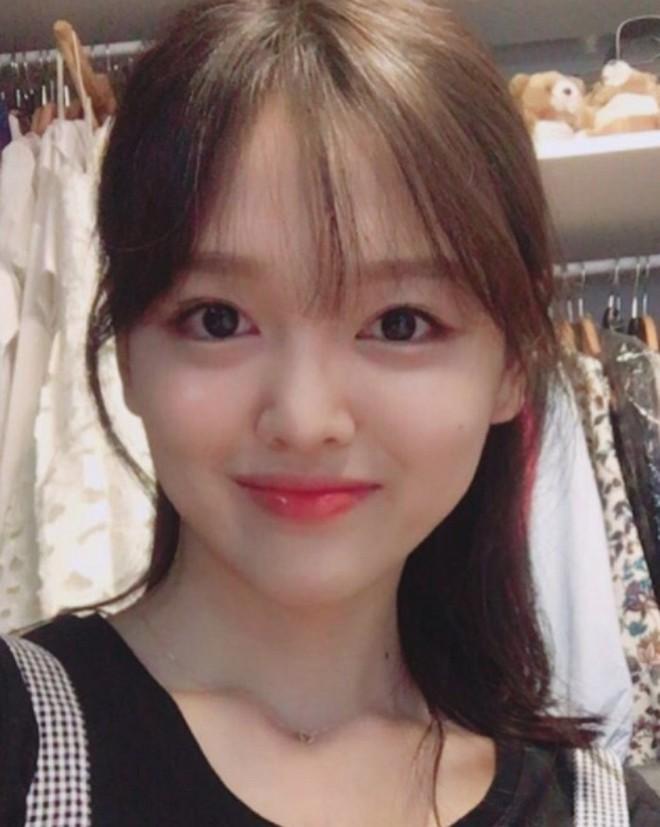 Chị ruột Kim Yoo Jung mới đóng phim đã gây sốt với nhan sắc không kém em gái - ảnh 8
