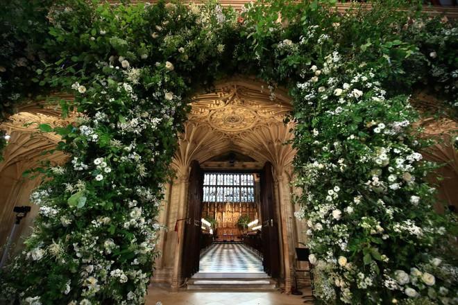Rần rần trước loạt chi tiết trùng khớp giữa đám cưới Hoàng Gia Anh và hôn lễ thế kỷ của Song Song - ảnh 1