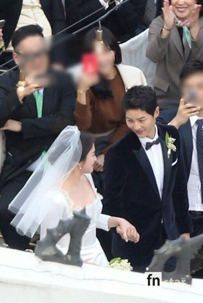 Rần rần trước loạt chi tiết trùng khớp giữa đám cưới Hoàng Gia Anh và hôn lễ thế kỷ của Song Song - ảnh 20