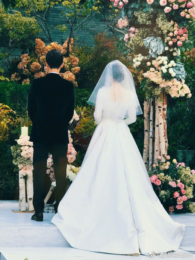 Rần rần trước loạt chi tiết trùng khớp giữa đám cưới Hoàng Gia Anh và hôn lễ thế kỷ của Song Song - ảnh 10