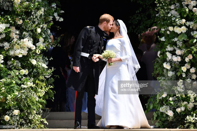 Rần rần trước loạt chi tiết trùng khớp giữa đám cưới Hoàng Gia Anh và hôn lễ thế kỷ của Song Song - ảnh 3