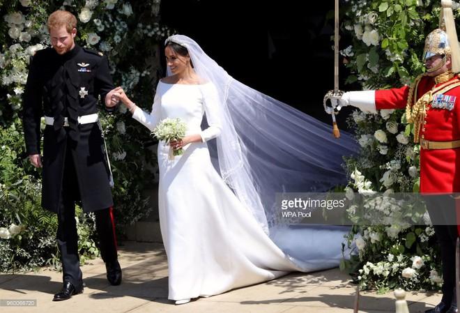Rần rần trước loạt chi tiết trùng khớp giữa đám cưới Hoàng Gia Anh và hôn lễ thế kỷ của Song Song - ảnh 2