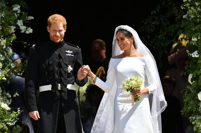 Rần rần trước loạt chi tiết trùng khớp giữa đám cưới Hoàng Gia Anh và hôn lễ thế kỷ của Song Song - ảnh 15