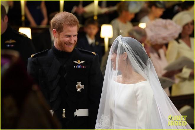 Rần rần trước loạt chi tiết trùng khớp giữa đám cưới Hoàng Gia Anh và hôn lễ thế kỷ của Song Song - ảnh 16