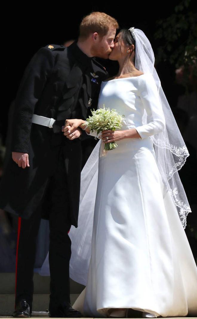 Rần rần trước loạt chi tiết trùng khớp giữa đám cưới Hoàng Gia Anh và hôn lễ thế kỷ của Song Song - ảnh 7