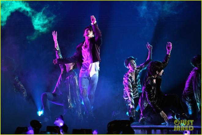Chùm ảnh: Những khoảnh khắc đẹp ná thở từ sân khấu comeback lịch sử của BTS tại Billboard Music Awards 2018 - Ảnh 5.